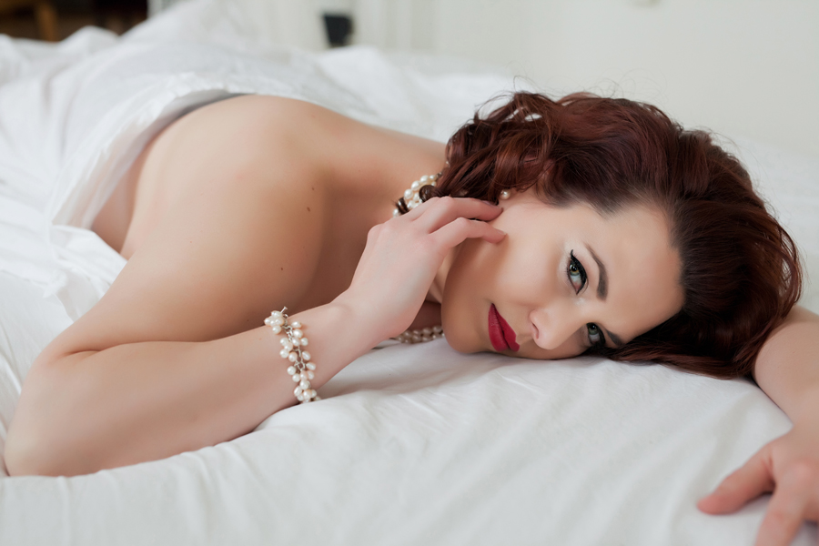 white_sheet_boudoir